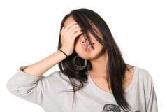 Портрет утомленной девушки слепо с рукой стоковая фотография rf