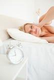 портрет утомлянный вверх по просыпать женщина Стоковая Фотография RF