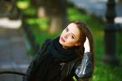Портрет улицы молодой красивой женщины Стоковые Изображения RF