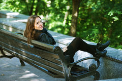 Портрет улицы молодой красивой женщины Стоковая Фотография RF