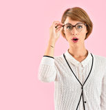 Портрет ультрамодной женщины с eyeglasses Стоковая Фотография RF