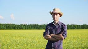 Портрет фермера на поле акции видеоматериалы