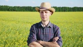 Портрет фермера на поле сток-видео