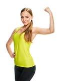 Портрет фитнеса женщины красоты показывать ее бицепс Стоковое Фото
