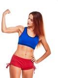 Портрет фитнеса женщины усмехаясь показывать бицепс Стоковые Фото
