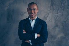 Портрет фото крупного плана предпринимателя красивого миллиардера миллионера умного умного умного деля запуск идеи стоковая фотография