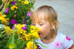 портрет цветка ребенка Стоковое Изображение