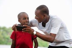 Портрет человека и его ребенка, счастливый стоковое фото rf
