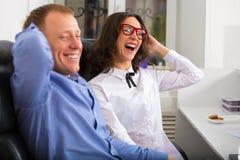 Портрет человека и женщины в офисе Стоковое фото RF