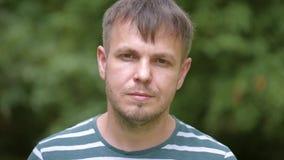 Портрет человека на парке акции видеоматериалы