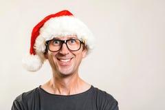 Портрет человека Санта Принципиальная схема рождества Стекла смешного человека нося и шляпа рождества счастливое Новый Год скопир стоковая фотография rf