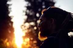 Портрет человека с dreadlocks стоковая фотография