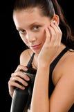 Портрет черного спорта женщины пригодности молодой представляя стоковое фото rf