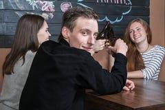 Портрет человека в баре Стоковые Фото