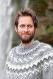 Портрет человека в исландском свитере внешнем Стоковые Изображения RF