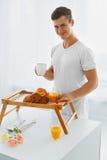 Портрет человека в утре завтрак романтичный Стоковое Изображение RF
