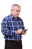Портрет человека используя телефон mobil Стоковые Изображения