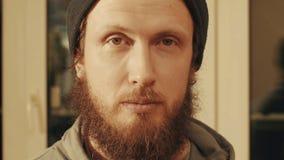Портрет человека как раз смотря в камере Стоковые Изображения