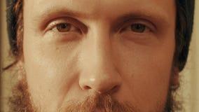Портрет человека как раз смотря в камере Стоковое Изображение