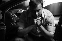 Портрет человека сидя на месте водителей Стоковое Изображение