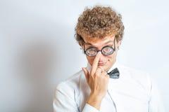 Портрет человека с потехой студии n стекел болвана Стоковое Изображение RF