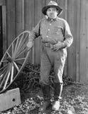 Портрет человека с трубой и деревянное колесо (все показанные люди более длинные живущие и никакое имущество не существует Гарант Стоковое Фото