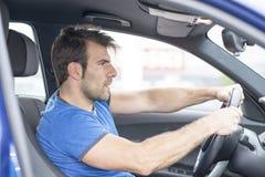 Портрет человека управляя автомобилем стоковая фотография rf