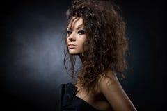 Портрет шикарной молодой женщины Стоковые Фотографии RF