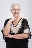 Портрет шикарный усмехаться пожилой женщины Стоковое Изображение RF