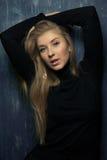 Портрет эмоциональной белокурой девушки Стоковая Фотография
