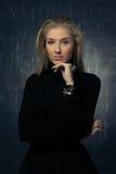Портрет эмоциональной белокурой девушки Стоковое фото RF