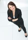 Портрет элегантной бизнес-леди на белой предпосылке Стоковые Изображения RF
