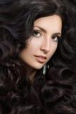 Портрет элегантной женщины с красивыми черными волосами Стоковое фото RF