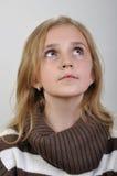 Портрет элементарной девушки смотря вверх Стоковые Изображения RF