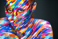 Портрет яркой красивой девушки с искусством Стоковое Изображение RF