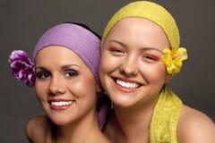 портрет 2 девушок счастливый Стоковое Фото