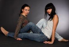 портрет 2 девушок стоковые фотографии rf