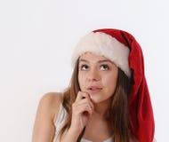 Портрет beautful девушки в шляпе Санты мечтая о рождестве Стоковое Изображение