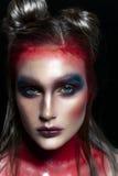 Портрет close-up красотки красивейшей стороны модели женщины с составом волшебного творческого способа пестротканым Картина сторо Стоковые Изображения