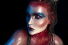 Портрет close-up красотки красивейшей стороны модели женщины с составом волшебного творческого способа пестротканым Картина сторо Стоковое фото RF