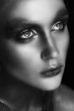 Портрет close-up красотки красивейшей стороны модели женщины с составом волшебного творческого способа пестротканым Картина сторо Стоковое Изображение