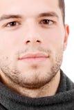 Портрет Close-up молодого серьезного человека стоковые изображения