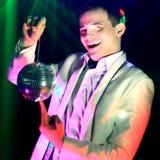 Портрет DJ на заднем плане лазерных лучей с шариком диско стоковая фотография rf
