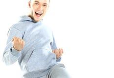 Портрет excited возмужалого человека наслаждаясь успехом против Стоковая Фотография