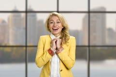 Портрет excited счастливой бизнес-леди Стоковая Фотография RF