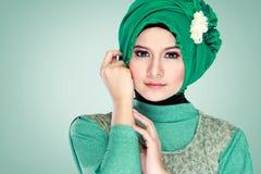 Портрет hijab красивой женщины нося стоковые фото