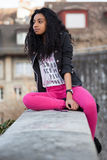 портрет listenin девушки афроамериканца подростковый Стоковое Изображение
