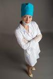 Портрет ` s доктора Женщина доктор в хорошем настроении Мы желаем хорошее здоровье Стоковое Изображение RF