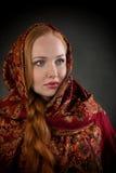 Портрет slavonic девушки с красными заплетенными волосами Стоковые Фото