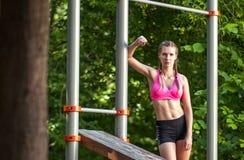 Портрет sporty женщины стоковые изображения